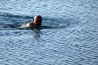 MUSTAFA AKAYDıN - Antalya'da Kar Manzaralı Deniz Keyfi