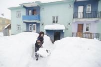 Kar Kalınlığı 2 Metreye Ulaştı