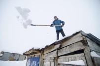 Ovacık'ta Kar Kalınlığı 2 Metreye Kadar Ulaştı