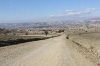 ONARIM ÇALIŞMASI - Selendi'de Mahalle Yollarına Bakım