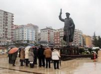 ATATÜRK HEYKELİ - Taşınan Atatürk Anıtı Önünde İlk Etkinliği CHP Düzenledi