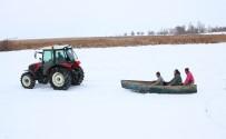 BALIKÇI TEKNESİ - Balıkçıların Traktörlü Kayak Keyfi