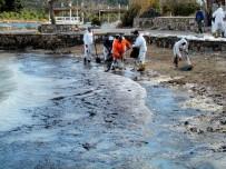 PANAMA - Çeşme'de Denize Sızan Tonlarca Yakıtın Temizliği 2 Ay Sürebilir