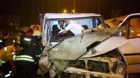 MEHMET KARA - Kamyonet Geri Geri Yola Giriş Yapan Tıra Çarptı Açıklaması 2 Yaralı