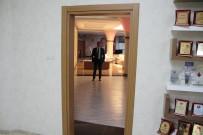 OSMAN GENÇ - Makam Kapısız Başkan