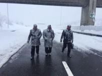 Adana'da kar 9 saattir mahsur bıraktı!