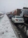 Adana'da Kar Esareti, Kilometrelerce Araç Yolda Kaldı