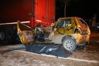 METRO İSTASYONU - Bursa'da Otomobil TIR'ın Altına Girdi Açıklaması 1 Ölü 1 Yaralı