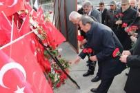 EMEKLİ BÜYÜKELÇİ - Emekli Diplomatlar Şehitler Tepesi'ne Karanfil Bıraktı