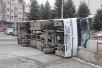 İŞÇİ SERVİSİ - Kaza Yapan İşçi Servisi Devrildi