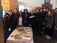 AYVALIK BELEDİYESİ - Mehmet Akif Ersoy Ortaokulu Öğrencileri Yaşlıları Unutmadı