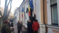 MOLDOVA - Moldova Cumhurbaşkanlığı Binasındaki AB Bayrağı İndirildi