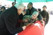 MUSTAFA ALTıNPıNAR - Şehit Nişanlısını Askeri Üniformayla Uğurladı