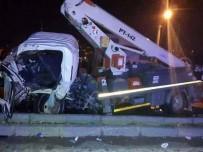 OTOBÜS ŞOFÖRÜ - Yolcu Otobüsü İle Kamyonet Çarpıştı Açıklaması 1 Ölü, 6 Yaralı