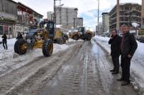 CENGIZ TOPEL - Yüksekova'da Karla Mücadele Çalışmaları Sürüyor
