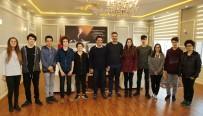 BAHÇEŞEHIR - Bahçeşehir'in Robotik Takımı Başkan Genç'i Ziyaret Etti