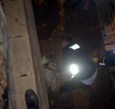 YAVRU KÖPEK - Duvar Arasında Sıkışan Köpeği İtfaiye Ekipleri Kurtardı