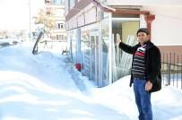 PİRİ REİS - Kar Ağırlığına Dayanamayan Tabela Çocukların Üzerine Düştü
