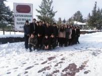 MUSTAFA FıRAT - Öğrencilerden Şehitlik Ziyareti
