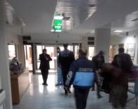 ZABITA MEMURU - Zabıtayı Darp Eden 3 Kişiyi Polis Linçten Zor Kurtardı