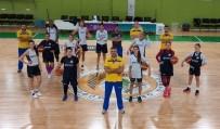 ZİHİNSEL ENGELLİLER - Fırtına Gibi Esen İzmir'in Kızları Süper Lig'e Gözünü Dikti