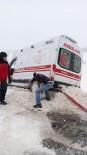 ALPAGUT - Hastaya Giden Ambulans Yoldan Çıktı, İmdadına Kamyoncu Yetişti