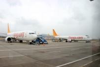 KOCA SEYİT - İstanbul'a İnemeyen Uçaklar Edremit'e İniyor