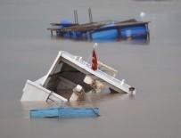 BALIKÇI TEKNESİ - İstanbul'da balıkçı teknesi battı