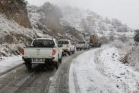 Kar Yağışına Aldırmadan Mahalleliyi Ziyaret Etti