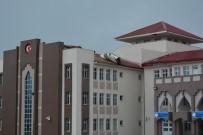 OKUL TATİL - Niğde'de Fırtına Okulun Çatısını Uçurdu