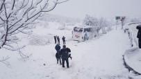 Otobüs Uçuruma Yuvarlandı: 5 Ölü, 25 Yaralı
