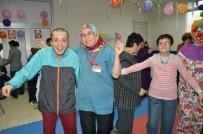 ZİHİNSEL ENGELLİLER - ZİÇEV'de Yılbaşı Eğlencesi