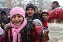 Ardahan'da Kar Ve Tipi 22 Köy Yolunu Kapattı