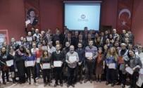 İSTANBUL ÜNIVERSITESI - Başarılı Öğrenciler Belgelerini Anadolu Üniversitesi Rektörü Gündoğan'dan Aldı