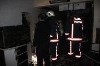 SAĞLIK EKİPLERİ - Elazığ'da İş Yeri Yangını Açıklaması 1 Yaralı