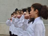 İŞİTME ENGELLİLER - İşaret Diliyle İstiklal Marşı'nı Okudular