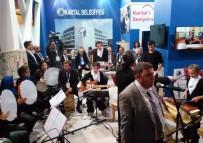 GÖRME ENGELLİ - İşitme Engelliler Orkestrası'nın Performansı Dinleyenleri Mest Etti