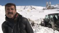 İŞ MAKİNESİ - Karda Mahsur Kalınca 3 Bin 10 Rakımda Şarkı Söyleyerek Kurtarılmayı Bekledi