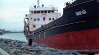 ŞİDDETLİ LODOS - Kartal'da Karaya Oturan Gemiler Kurtarılmayı Bekliyor