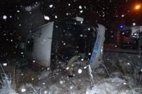 EVLİYA ÇELEBİ - Kütahya'da Yolcu Otobüsü Devrildi Açıklaması 8 Yaralı