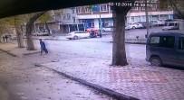 MOTOSİKLET SÜRÜCÜSÜ - Otomobil İle Motosiklet Çarpıştı, 1 Kişi Ağır Yaralandı