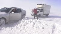 YAĞAN - Tendürek Dağında Vatandaşlar Donma Tehlikesi Geçiriyor