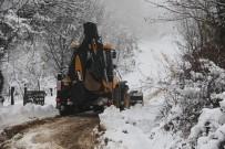 GÖKÇELER - Akyazı'da Kar Mücadelesi Sürüyor