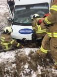 YOLCU MİDİBÜSÜ - Bandırma'da Yolcu Minibüsü Kaza Yaptı