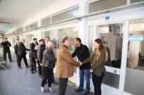MESUT ÖZAKCAN - Başkan Özakcan Personelinin Yeni Yılını Kutladı