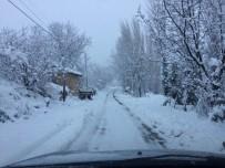 SARMAŞıK - Bayırköy Belde Belediyesi Kar Engellerini Kaldırıyor