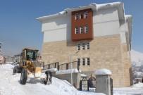 Hakkari'de Bakanların Ziyareti Öncesi Kar Temizleme Çalışması