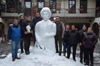 HEDİYELİK EŞYA - Kardan Yunus Emre Heykeli Yaptı