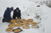 Karlı Yolları Yürüyerek 'Gağan' Lokması Dağıttılar