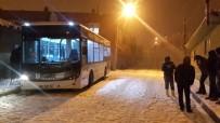KAYACıK - Kaygan Yolda Yolcu Otobüsü Tehlike Atlattı